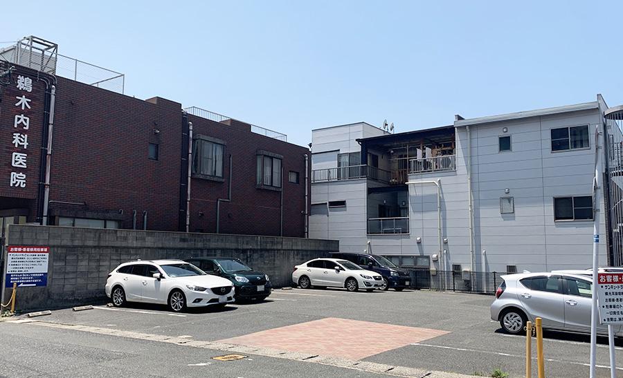 鵜木医院の駐車スペース(サンキュードラッグ側)