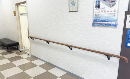 鵜木医院の院内手すり